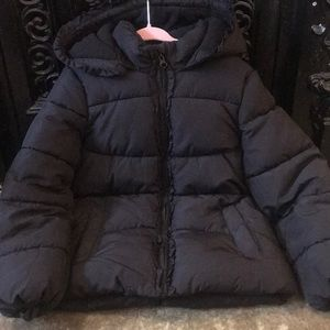 H&M size 6-7 black hooded puffer with ruffle